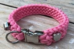 Mini_Hundehalsband_rosa_paracord_perlmuster_herz_klickverschluss_1