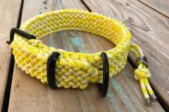 Paracord-Hundehalsband-3-cm-breit-Gelb-Weiß-und-stufenlos-verstellbar_1
