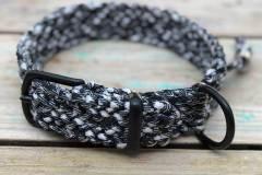 Paracord-Hundehalsband-3-cm-breit-Schwarz-Weiß-und-stufenlos-verstellbar