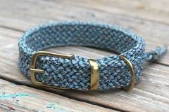 hundehalsband-mit-messingbeschlag-tweed-hellblau_1